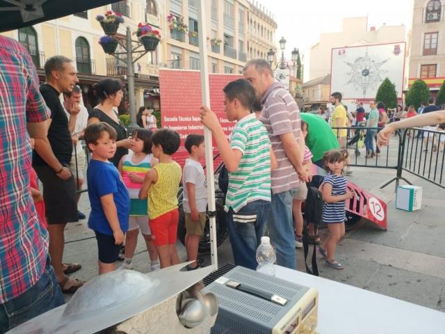 Actividades Mujeres Ingeniosas en la Plaza Mayor