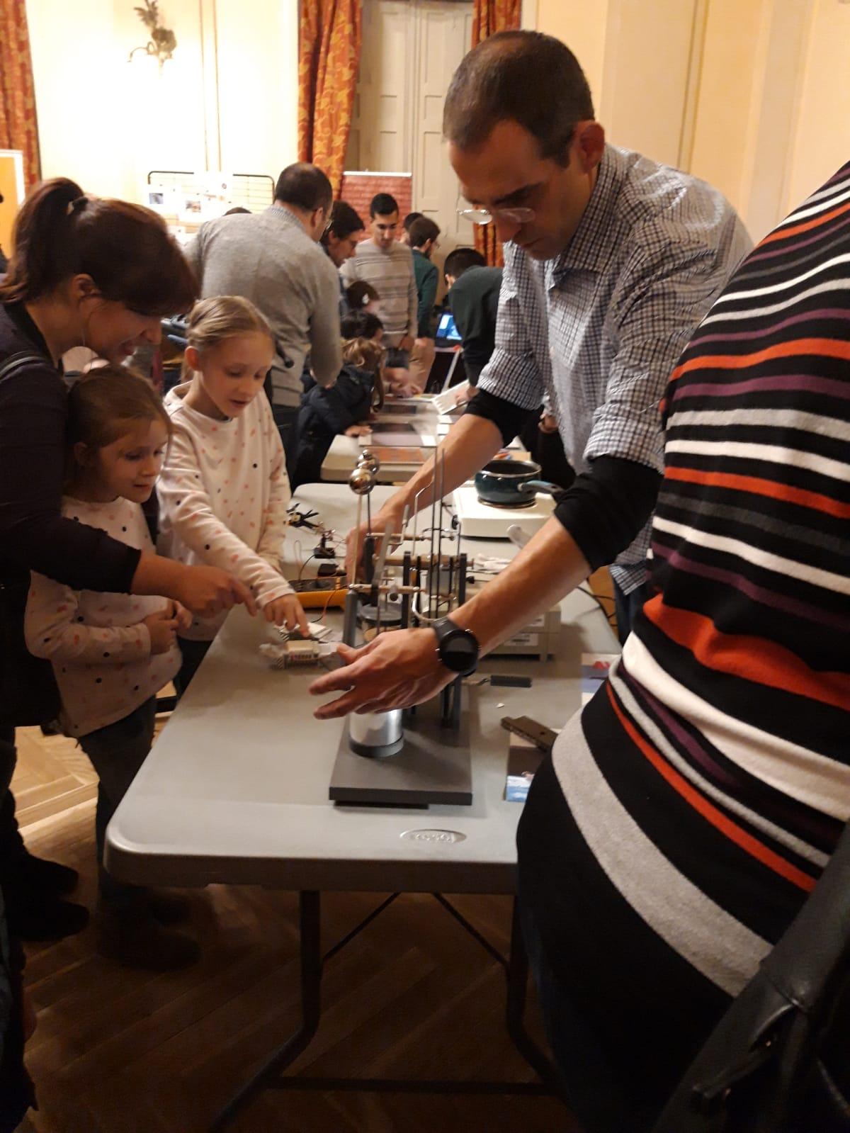 Mujeres Ingeniosas - Museo de Ciencia por un Día