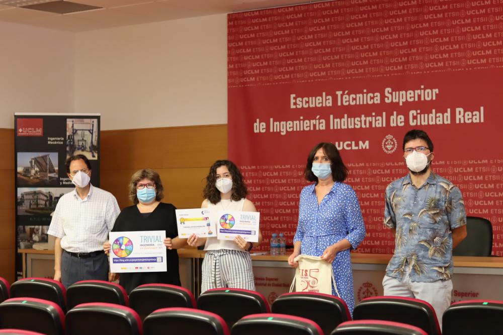 Entrega de Premio Trivial Ingeniería en Femenino